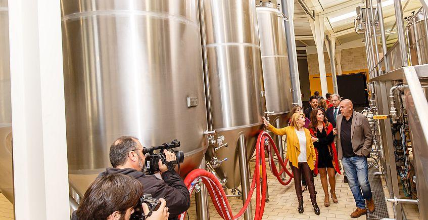 """La Pepa abre su fábrica para mostrar cómo se hace la cerveza """"sin trucos"""""""