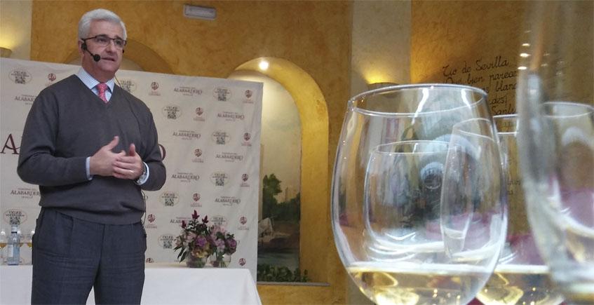 José Antonio Sánchez Pazo durante la presentación de la nueva saca de Goya XL que tuvo lugar en La Taberna del Alabardero de Sevilla. Foto: Cosasdecome