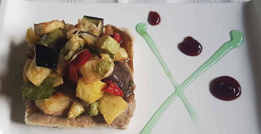 La tosta de cachuela ha obtenido dos premios en la ruta del conejo. Se mantendrá en la carta del restaurante debido a su éxito. Foto: Cedida por El Perro de Paterna