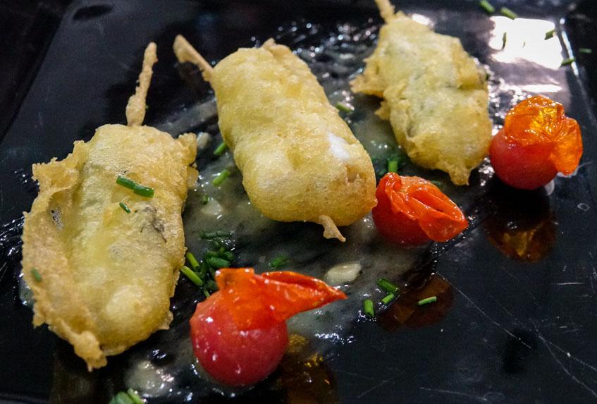 El pez sable rebozado, uno de los platos que se servirán en las jornadas. Foto: Cedida por la Venta Melchor.