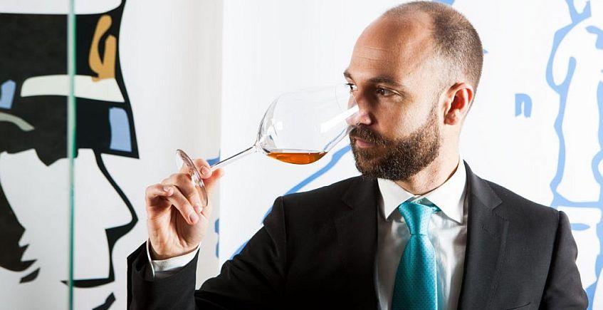 Juan Ruiz Henestrosa, jefe de sala de Aponiente, premio Andalucía de Gastronomía