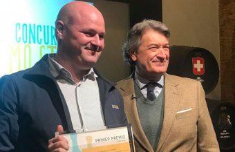 El Piraña, recogiendo un premio por sus mostos en 2018.
