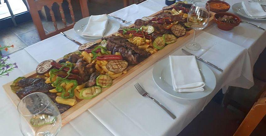 Parrillada de carne gigante en Casa Pepa