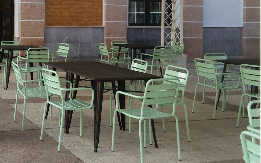 La terraza de Come, bebe y calla. Foto: Cosasdecome