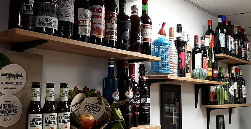 Botellas en La Vermutería. Imagen cedida por el establecimiento.