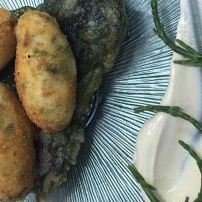 Croqueta de pescado de estero y alga de Casa La Titi
