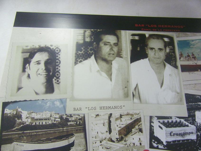 Los hermanos Juan, Chano y Antonio Sánchez López se hicieron cargo del local en 1963. En el bar se conserva esta foto de ellos, los primeros de la familia Sánchez que regentaron el establecimiento.