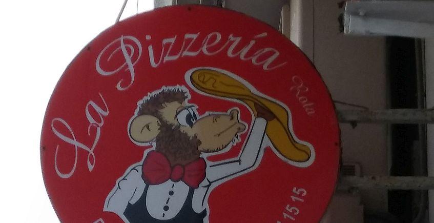Rótulo de una de las que podría ser la pizzería más antigua de Rota.