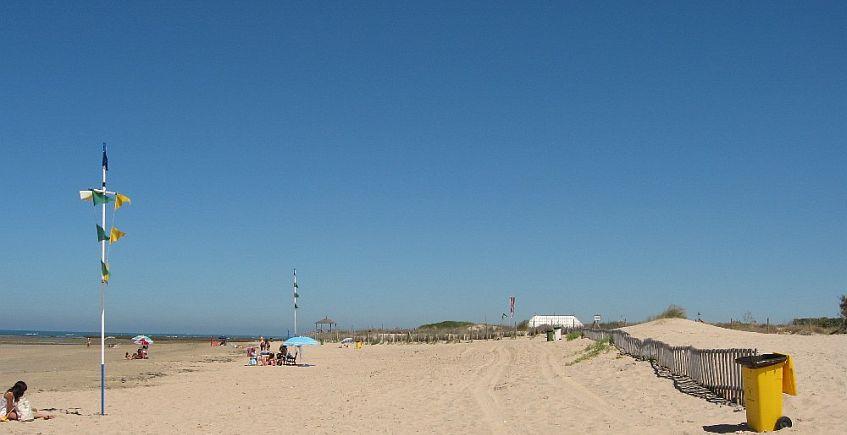 Playa de las tres piedras. Foto de Diputación.