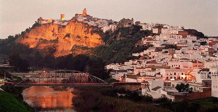 Arcos, desde abajo. Foto del Patronato de Turismo de Diputación.