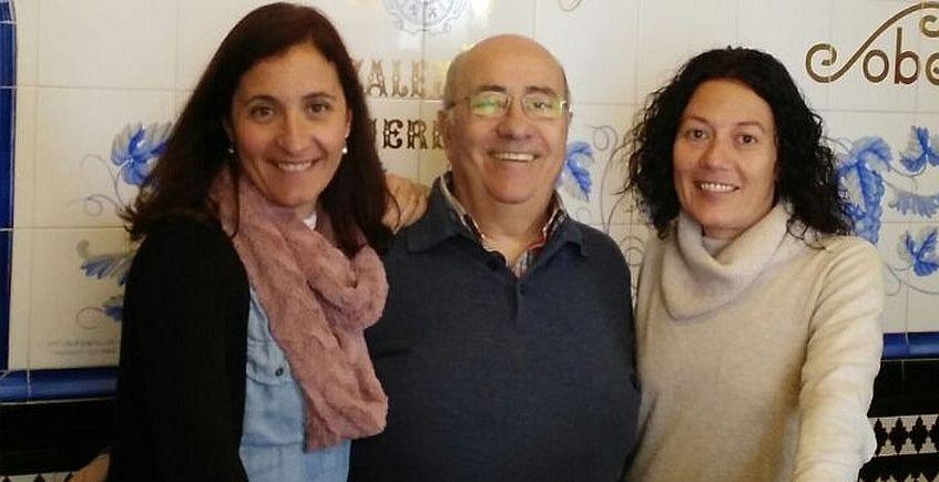 Rocio y Cristina junto a su padre, Faustino