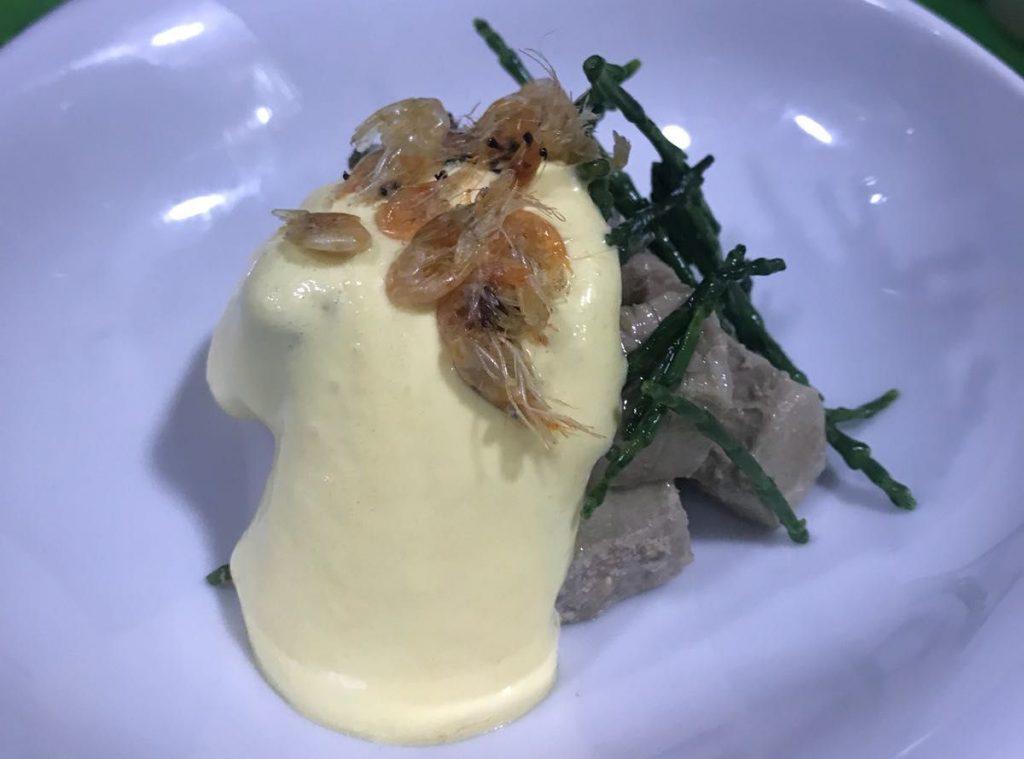 Ensaladilla de mormo , salicornia ,camarones y espuma de mahonesa de zanahorias.847