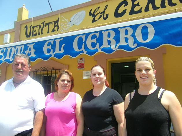 La familia Fernández Dominguez que regenta el establecimiento. Foto. Cosasdecome