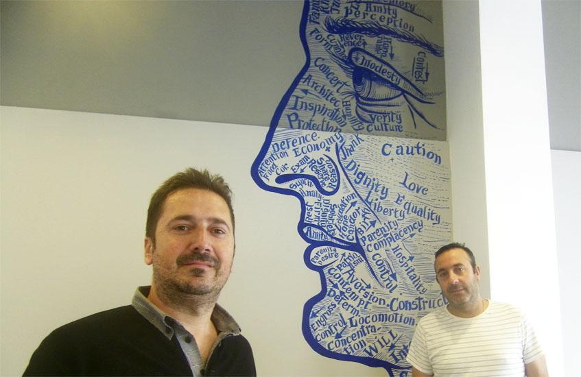 Pablo Nüñez, propietario de La Barra de Rosario junto a Francisco Lobo, el jefe de sala. Foto: Cosasdecome