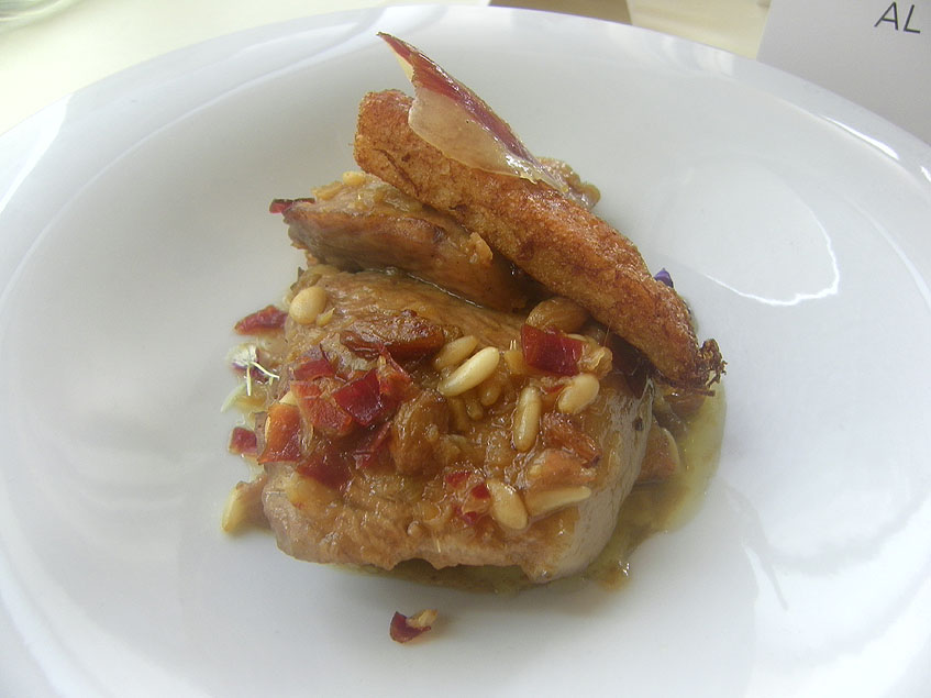 Guiso con parpatana de atún, uno de los platos que ofrecen. Foto: Cosasdecome