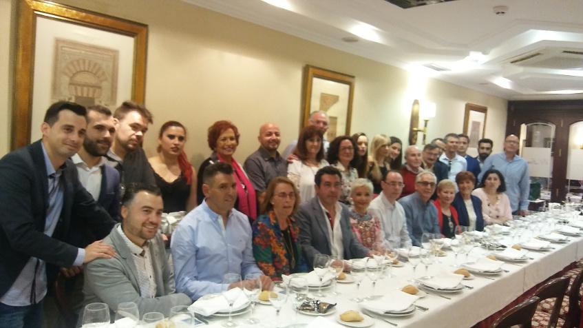 La plantilla de El Ventorrillo de El Chato durante la celebración del 25 aniversario. Foto: Cosasdecome