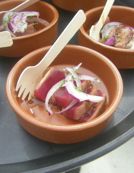 Atún con aenogarum realizado por el cocinero Guillermo Jurado de Tradevo. Foto: Cosasdecome