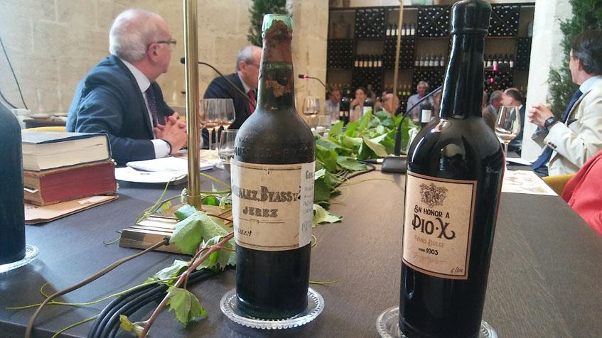 Dos de los vinos catados durante esta cata histórica. Foto: Cosasdecome