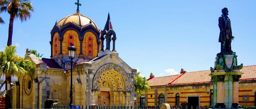 La llamativa capilla de la zona histórica de los astilleros.