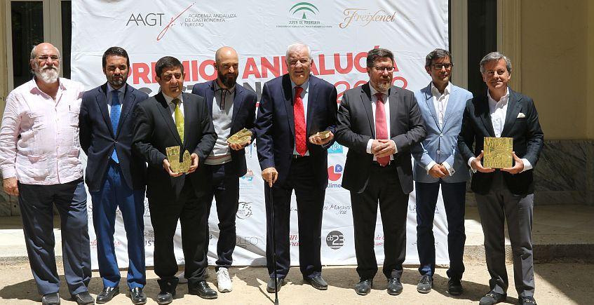Ruiz Henestrosa recibe el premio de Academia Andaluza de Gastronomía y Turismo
