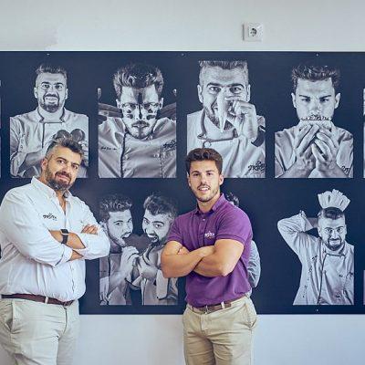 Los hermanos Mel, en el despacho.