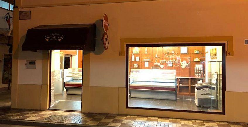 El Café Modelo de La Línea abre una confitería en la calle San Pablo