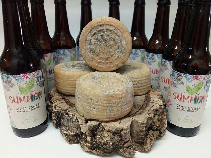 El queso, rodeado de cervezas. Todas las fotos han sido cedidas por la tienda Calma.