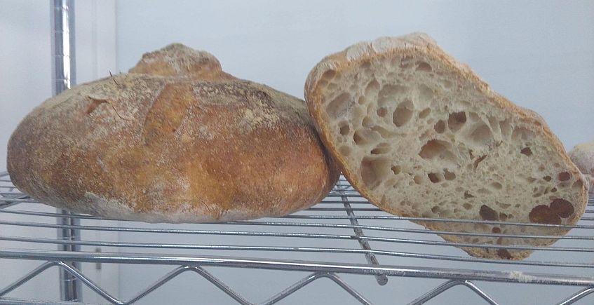 Pan gallego... y bocadillos rellenos de salmorejo