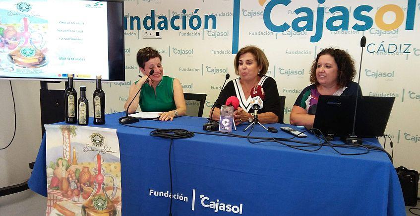 Charo Barrios, Francisca Troya y Dolores Ortega, durante la presentación.