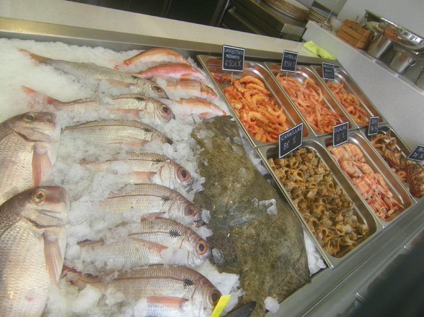 El expositor de pescados y mariscos. Foto: Cosasdecome