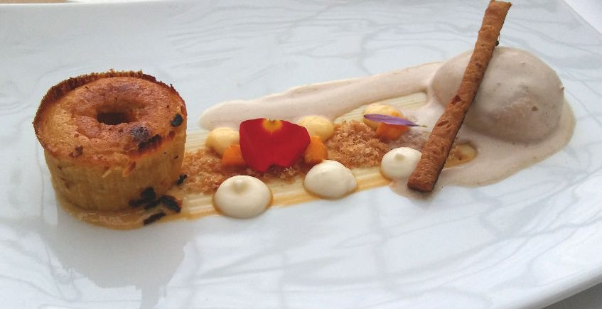El cocinero José Luis García del restaurante El Duque, ganador del concurso de postres de Medina