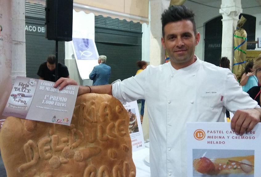 El cocinero José Luis García Vega del restaurante El Duque, ganador del primer premio del certamen. Foto: Cosasdecome