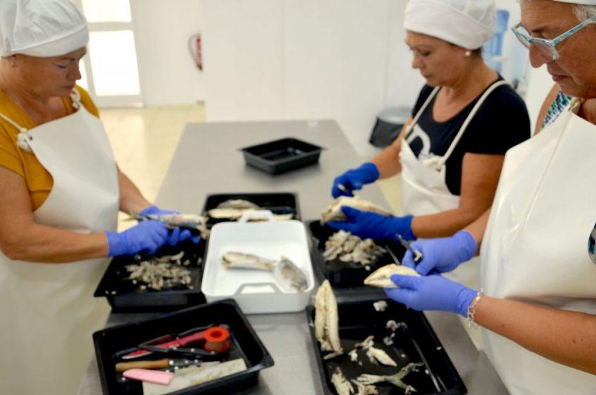 Las antiguas trabajadoras de la fábrica primigenia vuelven a trabajar para la familia Sierra. Foto: CosasDeComé