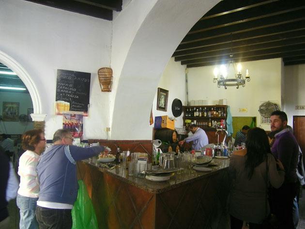 Interior del bar Navarro. Foto: Cosasdecome