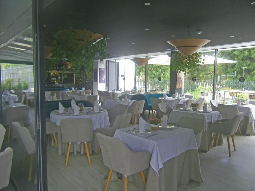 Así es el comedor del restaurante Sierra y Mar del Hontoria Garden Bar. Foto: Cosasdecome