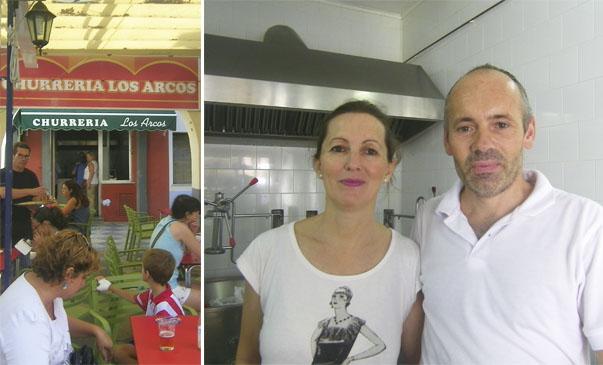Imagen exterior de la churrería. Regla Olmedo y José Manuel Sace en su establecimiento. Foto: Cosasdecome