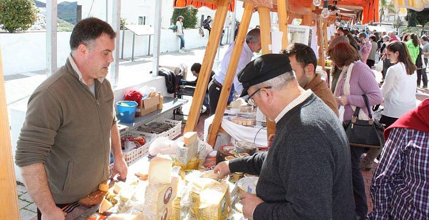 Una docena de quesos artesanales andaluces reunidos en Rota