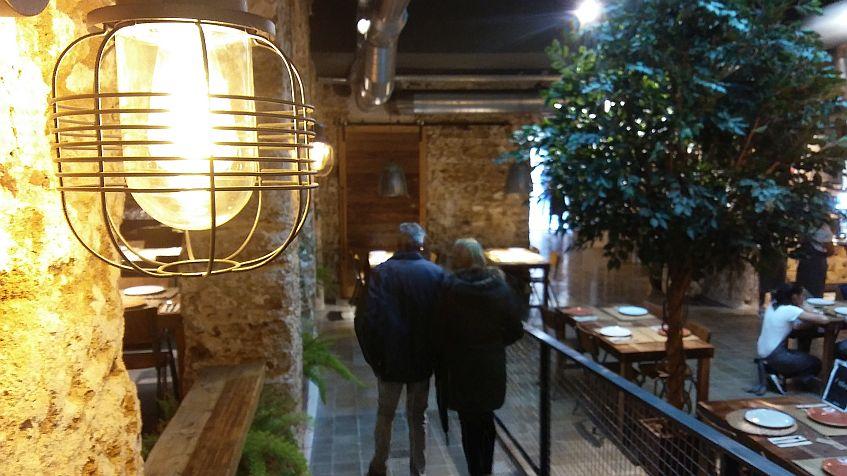 Un restaurante paseable: estamos ante el asador más grande de la ciudad.