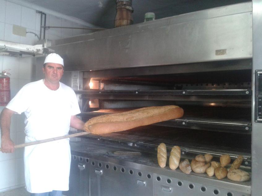 Por encargo realizan grandes teleras de pan, de hasta once kilos Foto: Cosasdecome