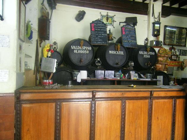 El mostrador del tabanco San Pablo. Foto: Cosasdecome