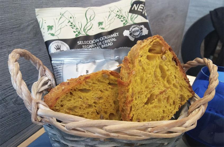 El pan de cúrcuma llama la atención. Foto: Cosasdecome