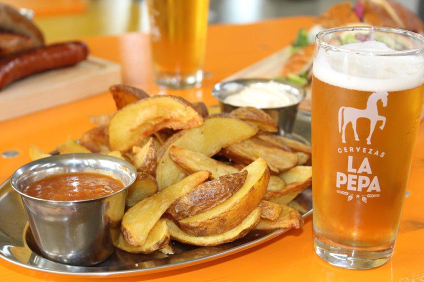 Las patatas bravas, uno de los platos del establecimiento. Foto: Cedida por Cervezas La Pepa.