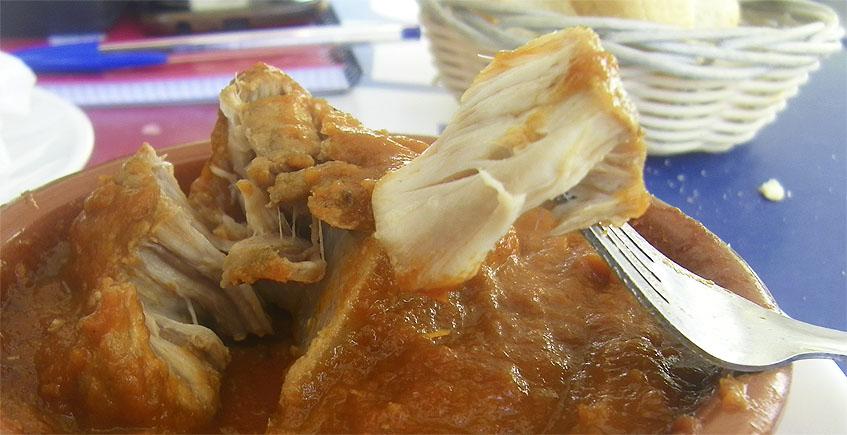 Raya en tomate del bar Las Dos Rejas. Foto: Cosasdecome