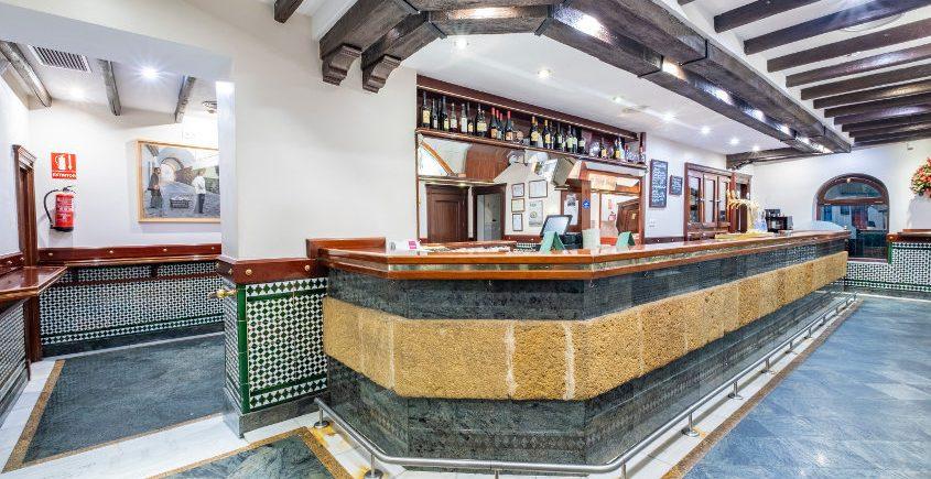La barra de tapas más famosa de Cádiz cambia de imagen