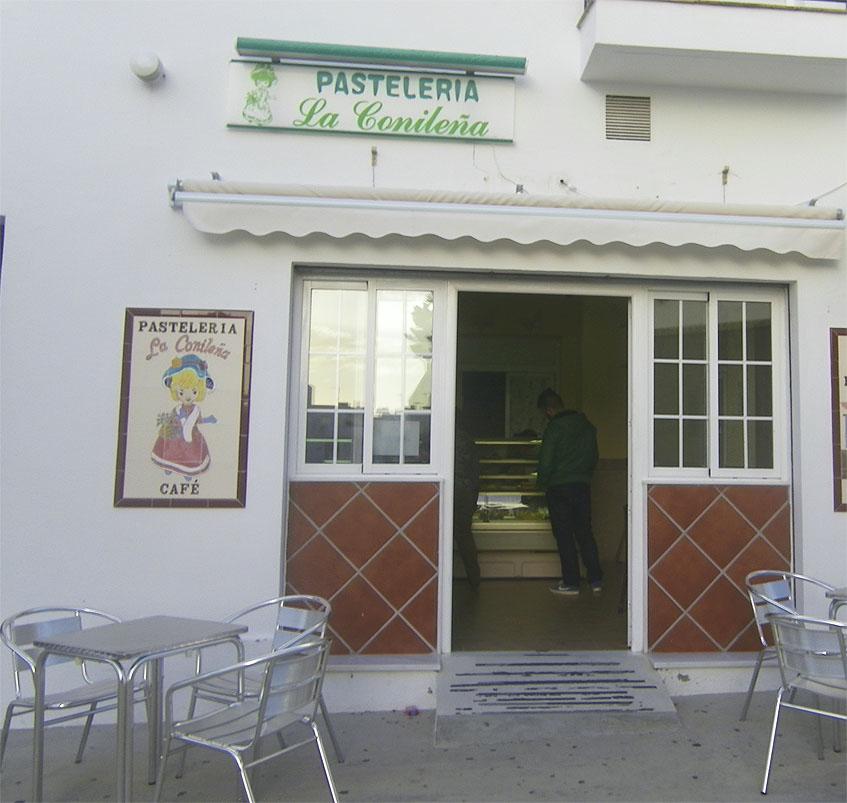 Vista exteior de la pastelería La Conileña. Foto: Cosasdecome