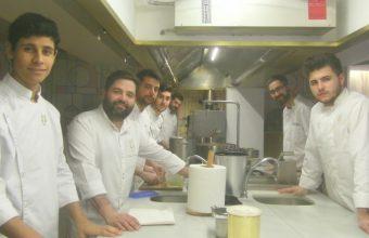 Juan Luis Fernández junto a su equipo en Lu Cocina y Alma de Jerez. Foto: Cosasdecome