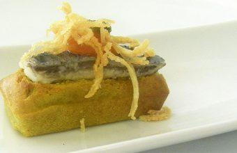 La magdalena de ortiguillas, uno de los platos sorprendentes de El Espejo. Foto: Cosasdecome