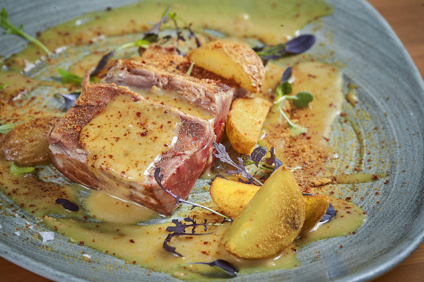 El solomillo de atún al güisqui, uno de los platos de Juan Viu. Foto: Cedida por el establecimiento