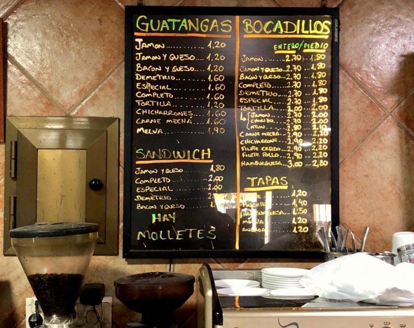 Variedad de guatangas y bocadillos del bar Gómez. Foto: CosasDeComé