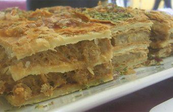 El milhojas de chicharrones elaborado por el cocinero Nono Padilla del bar La Cazuela. Foto: Cosasdecome